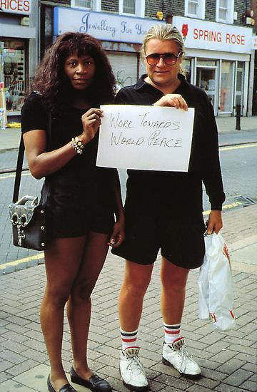 Gillian WEARING Signs that say what you want them...
