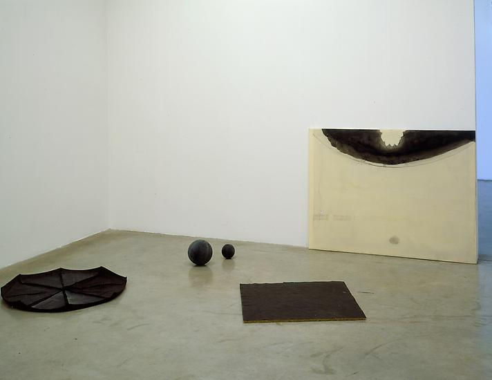 5 September - 4 October 2003 - Endless Theatre Project - Ian Kiaer - Exhibitions