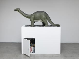Mark DION Brontosaurus 2016 epoxy resin, tar, wood...