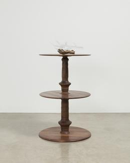 """This is a sculpture of Kelly Akashi's sculpture """"E..."""