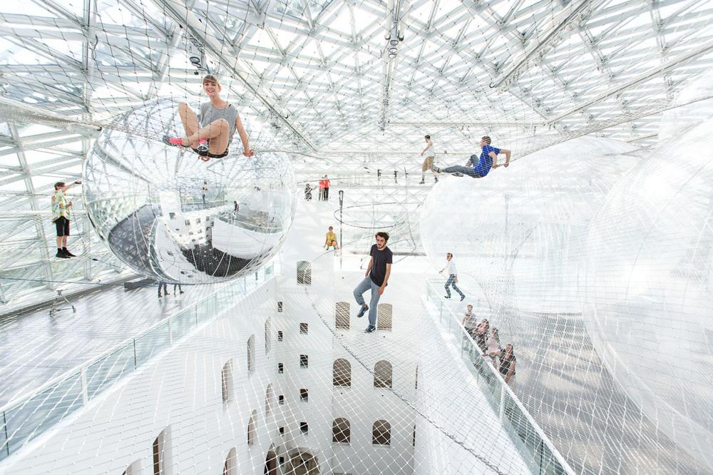 Installation view, Tomás Saraceno - in...