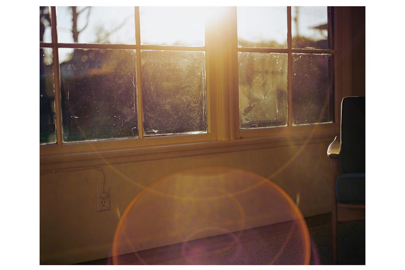 Uta Barth nowhere near (99.12) 1999 color photogra...
